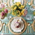 Obiecte necesare servirii mesei: tacamuri, vase, pahare, platouri